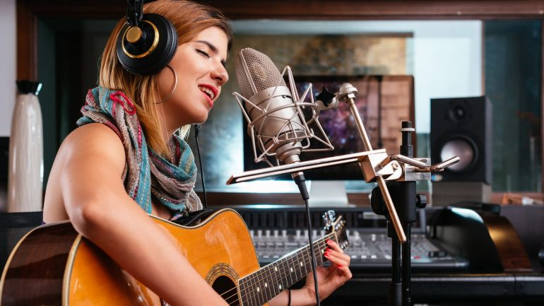 Tips for Musicians to Find and Book Gigs Online